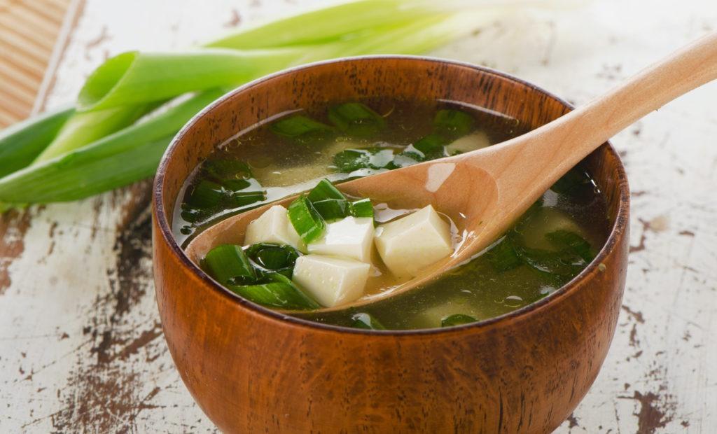 Milchsaure Lebensmittel oder die asiatische Misosuppe bringt eine Verbessung von chronischen Erschöpfungssyndrom Symptomen.