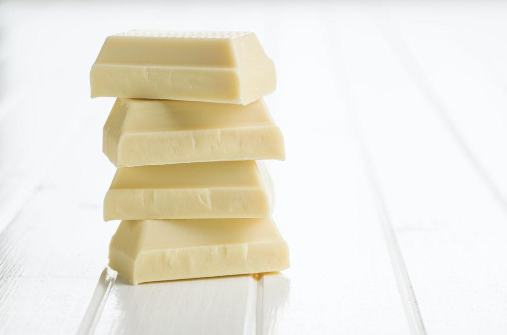 weiße Schokolade wird von Migränepatient*innen besser vertragen als dunkle