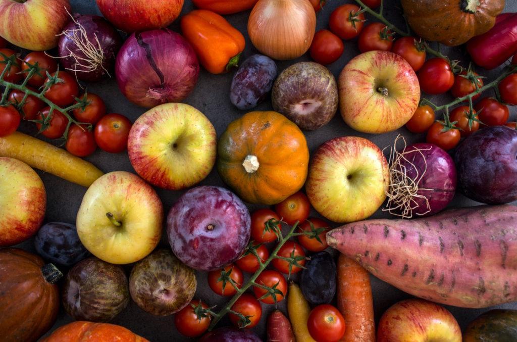 Insbesondere das Herbstgemüse mit Kürbis, Tomaten und Vitamin C - reichen Äpfeln ist gut für die Prostata und somit für Männer in ihren Wechseljahren.