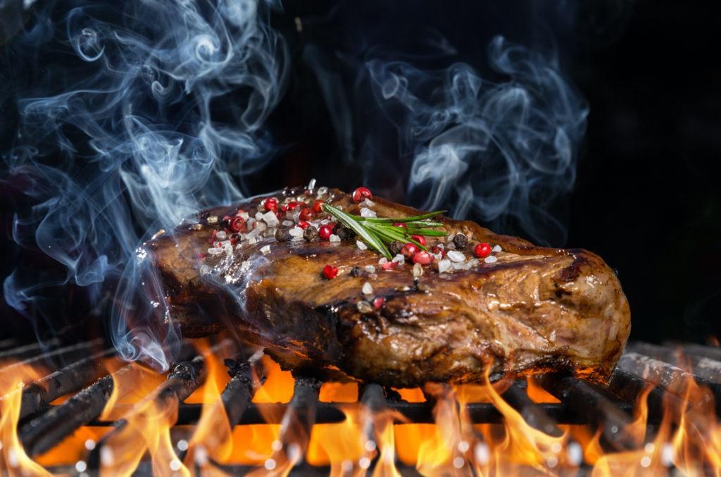Darmkrebs kann durch verbranntes Fleisch gefödert werden und so auch Darm Karzinome.