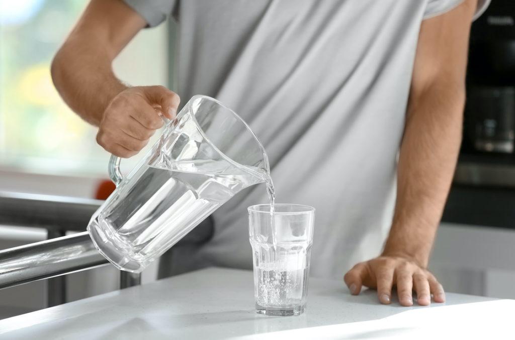 wichtig: viel Wasser trinken bei Nierensteinen, Ernährung