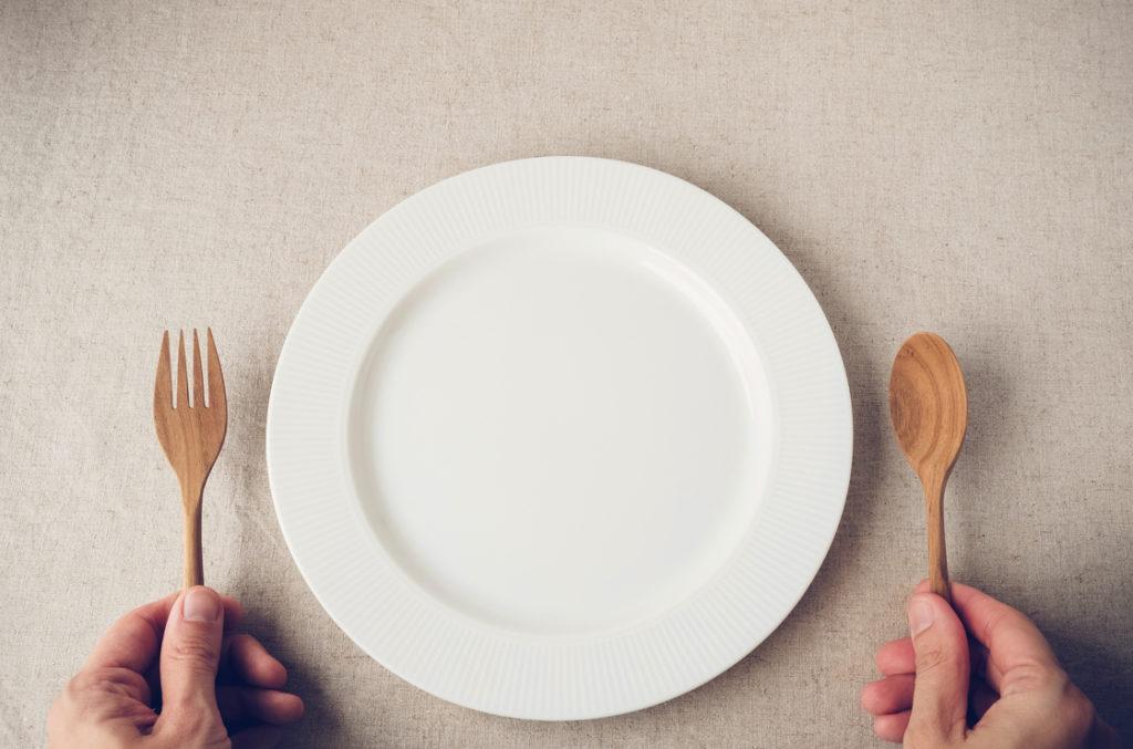 Fasten - heißt das nichts essen? Nicht bei allen Fastenarten